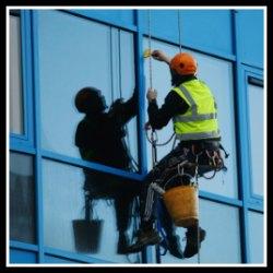 Pulizia vetri su fune a frosinone italfuni - Pulizia vetri finestre ...